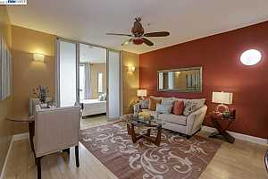 More Details about MLS # 40823233 : 1801 UNIVERSITY AVE #202