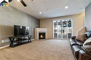 MLS # 40843194 : 4303 CLARINBRIDGE CIR