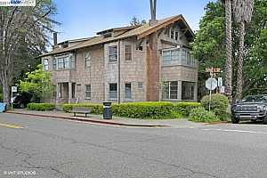 MLS # 40869345 : 2602 COLLEGE AVE