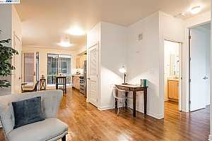 MLS # 40890093 : 340 29TH AVE #203
