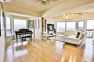 MLS # 40913906 : 6363 CHRISTIE AVE #1427