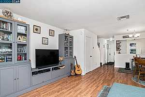 More Details about MLS # 40915098 : 1071 MOHR LN #B
