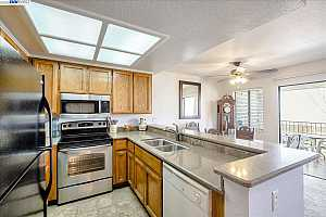 More Details about MLS # 40927219 : 2505 MIRAMAR AVE #115
