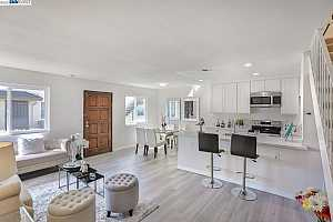 More Details about MLS # 40941073 : 2125 CANARY CT #2