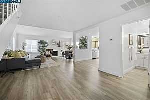 More Details about MLS # 40941543 : 98 EDGEWATER PL