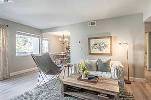 More Details about MLS # 40943301 : 1806 COLE AVE #3