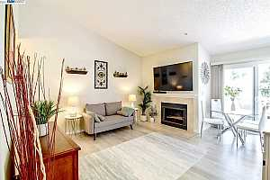 More Details about MLS # 40947965 : 2709 OAK RD #S
