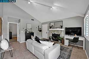 More Details about MLS # 40951178 : 203 COMPTON CIR #A