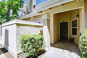 More Details about MLS # 40952473 : 649 PALOMINO DR #B
