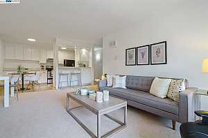 More Details about MLS # 40956302 : 955 SHOREPOINT COURT #206