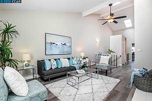 More Details about MLS # 40959292 : 135 SOUTHWIND DR