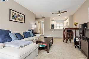 More Details about MLS # 40961221 : 625 N VILLA WAY
