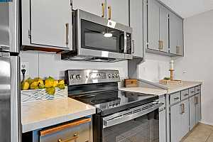 More Details about MLS # 40961698 : 955 SHOREPOINT CT #216