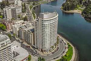 More Details about MLS # 40962714 : 1 LAKESIDE DR #906