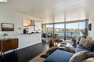 More Details about MLS # 40962996 : 1555 LAKESIDE DR #70