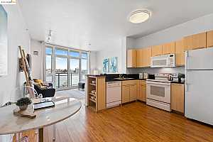 More Details about MLS # 40970310 : 1 LAKESIDE DR #318