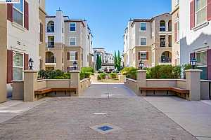 More Details about MLS # 40970846 : 3240 MAGUIRE WAY #202