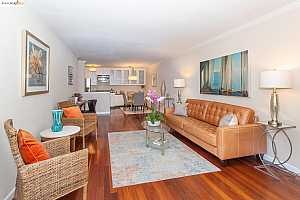 Browse active condo listings in OAKPOINT