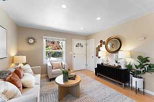 Browse active condo listings in WOODSTOCK