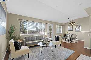Browse active condo listings in SKYLINE